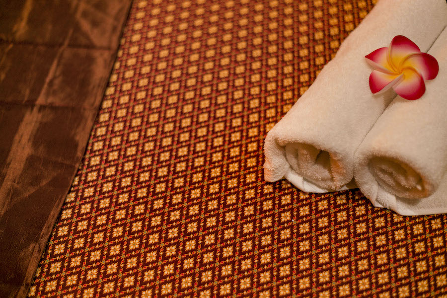 zwangerschaps massage, Alisha massage Eindhoven, Thai therapie massage, ontspanningsmassage, combinatiemassage, duo massage, nek massage, schoudermassage, rugmassage, sportmassage, scrubmassage, kruidenstempelmassage, kokosoliemassage